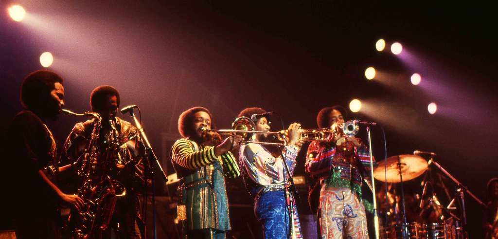 Earth Wind and Fire With The Emotions - Boogie Wonderland